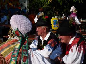 Dnevi narodnih noš in oblačilne dediščine