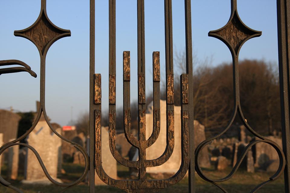 L'ingresso al cimitero ebraico di Valdirose