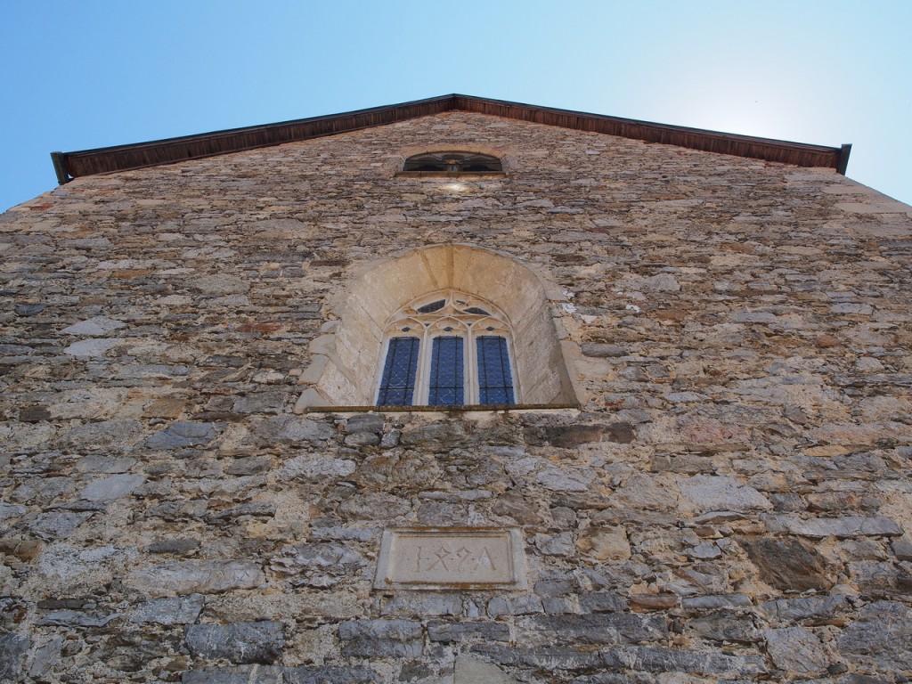 la spoglia facciata della chiesa di Šentrupert