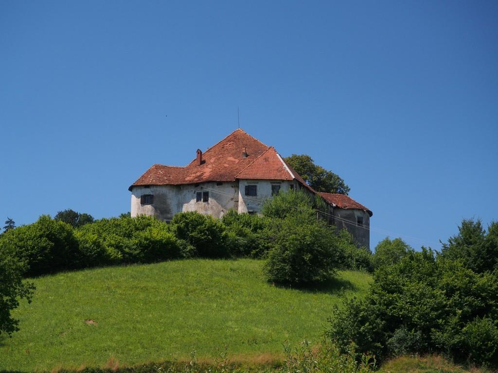 Veduta del Grad Škrljevo, vicino a Šentrupert