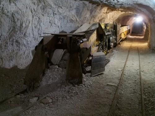 moderni macchinari facilitavano il lavoro dei minatori