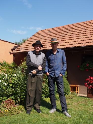 Vlado e Milan Kreslin nel giardino di casa