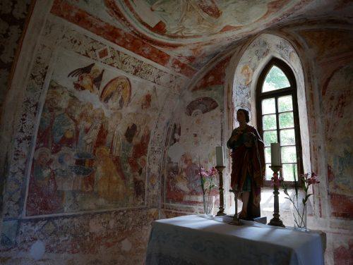 gli affreschi nel presbiterio