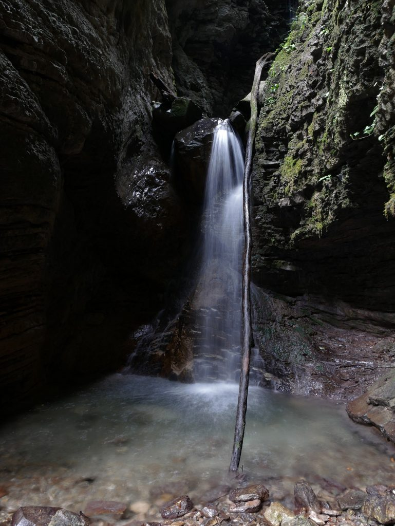 La gola Koseška korita con la cascata