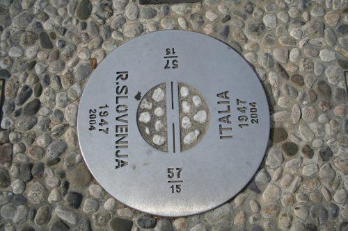 Piazza Transalpina / Trg Evrope: il confine tra le due Gorizie.