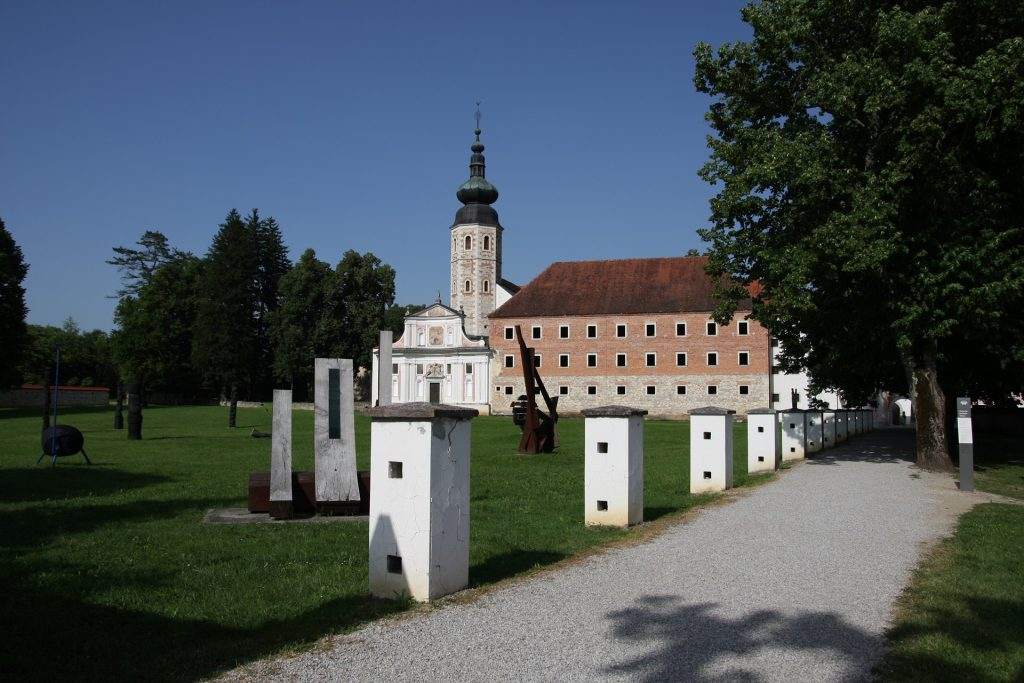 Kostanjevica na Krki - Samostan - Castelli del Posavje