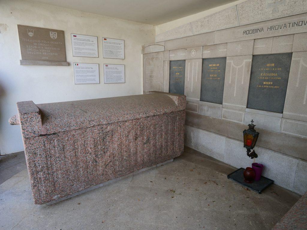 Vipava - Sarcofago egizio