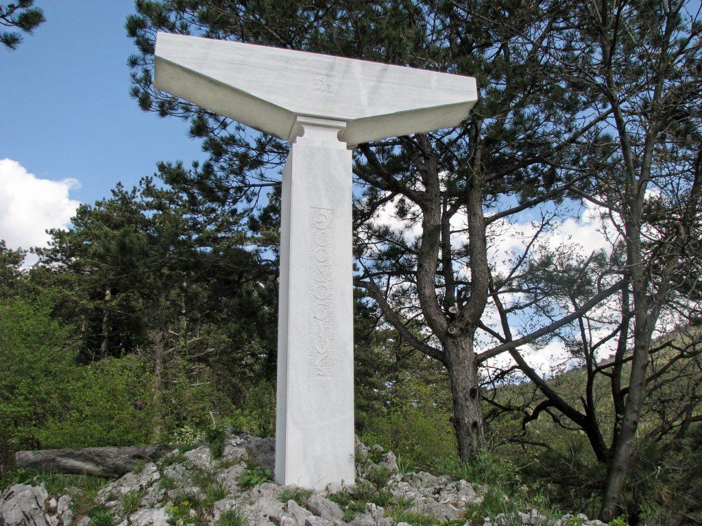 Vrhpolje - La croce di Teodosio (Teodozijev križ)