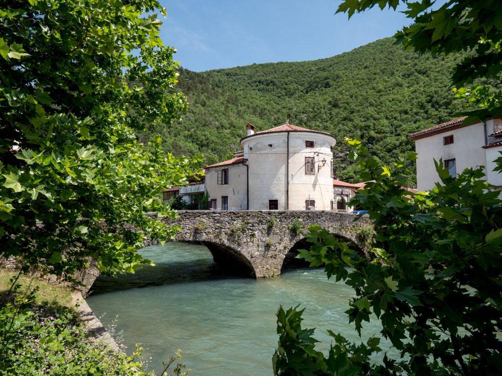 Vipava - Il Tabor col ponte di pietra