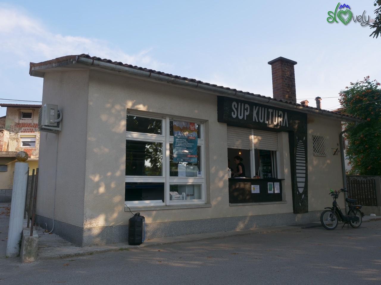 Il bar SUP Kultura a Renče