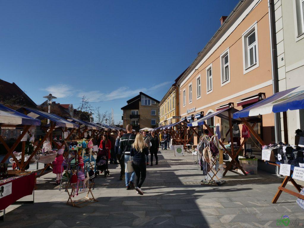 Bancarelle nel centro di Ormož