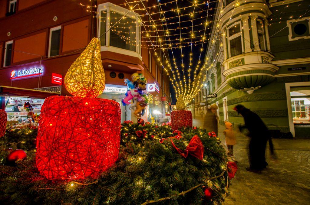 Il bel centro storico di Celje addobbato a festa