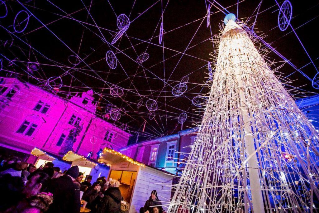 Le splendide luci e decorazioni in centro a Ptuj