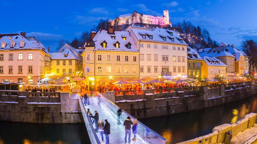 Il centro storico di Ljubljana lungo il fiume Ljubljanica