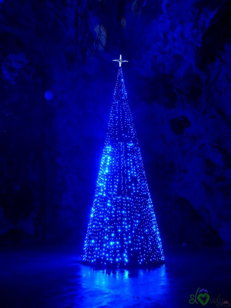 L'albero di Natale delle grotte di Postumia