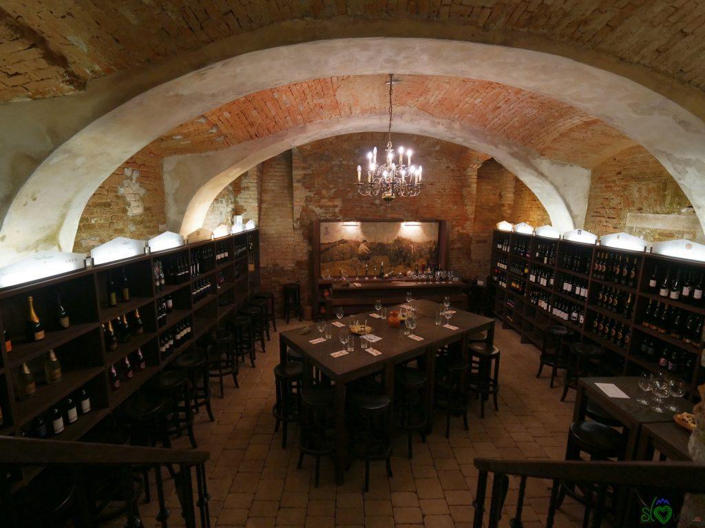 Lo splendido interno della cantina Osterberger