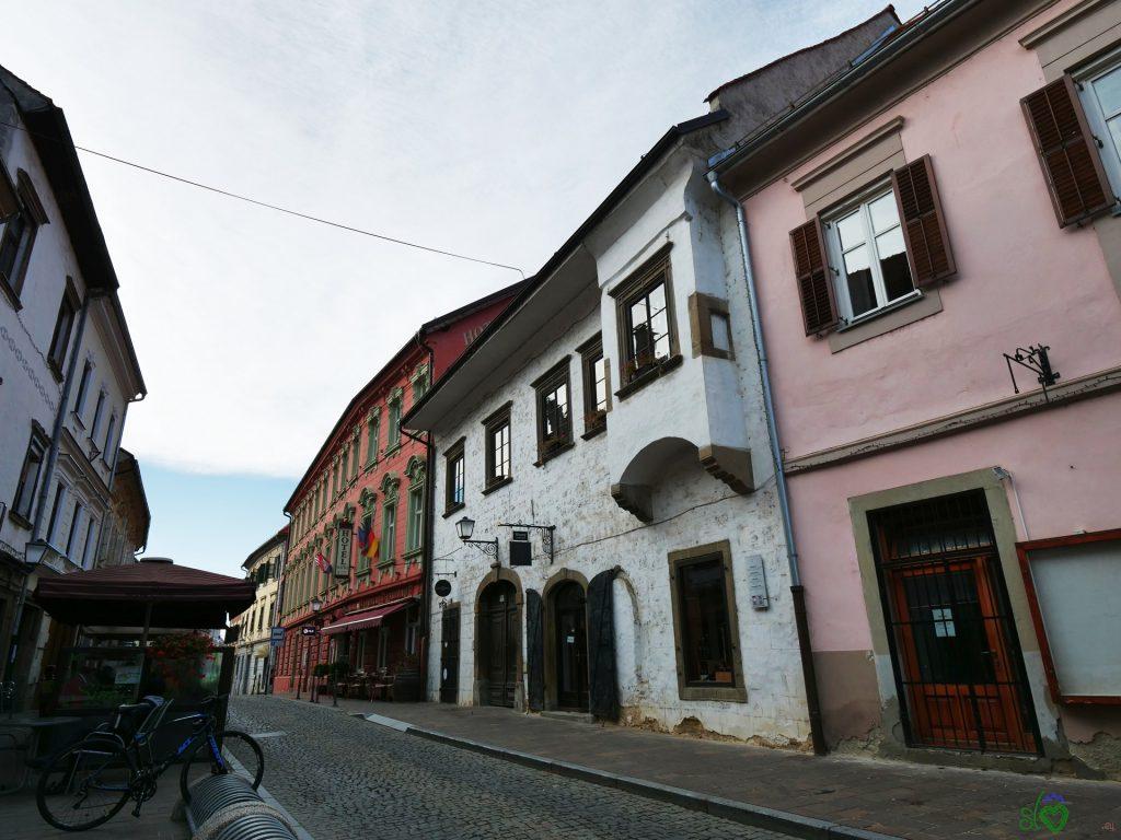 La più antica casa di Ptuj accanto all'Hotel Mitra