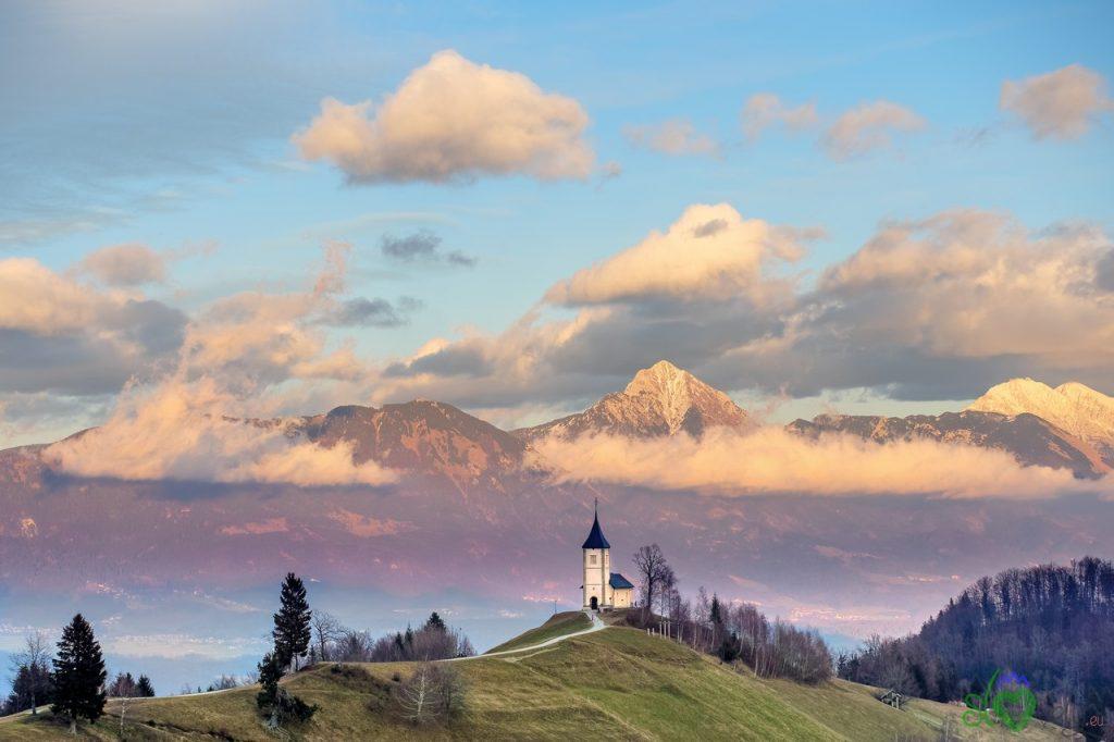 La super pittoresca chiesa dei SS. Primo e Feliciano a Jamnik