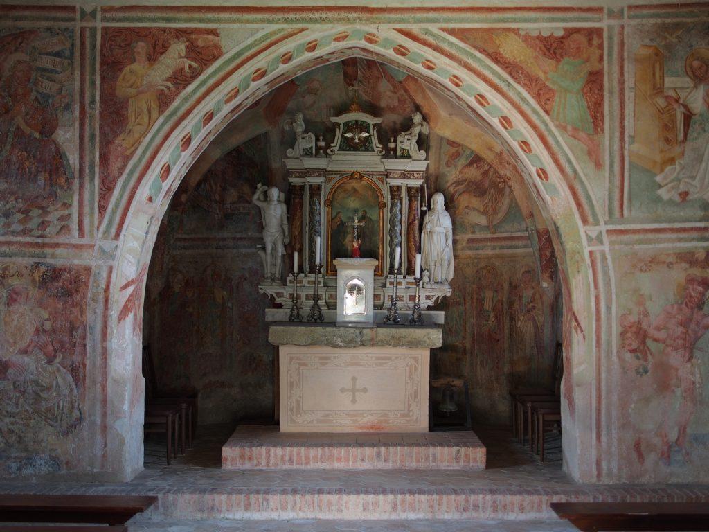 Il presbiterio affrescato