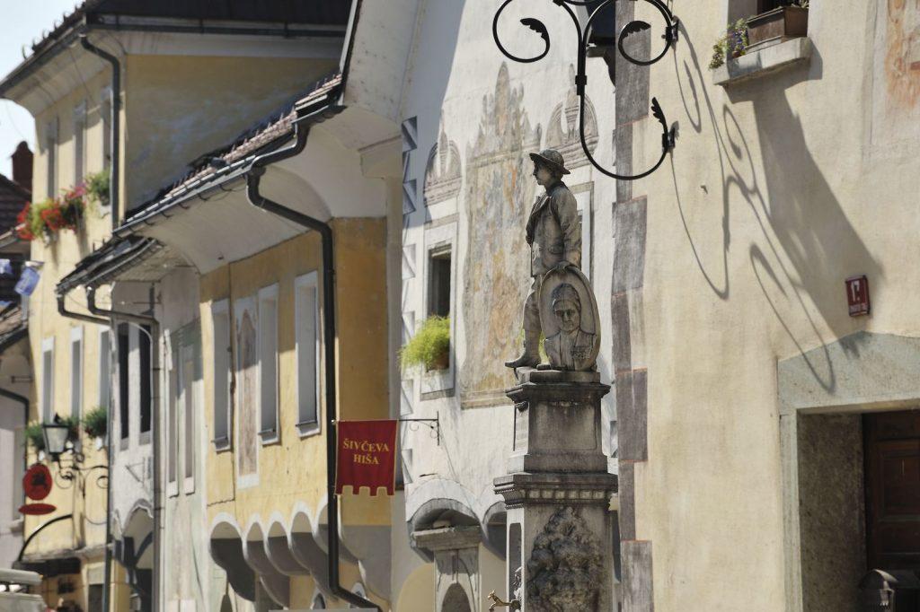 La Šivčeva hiša in Linhartov trg - (c) Slovenia.info