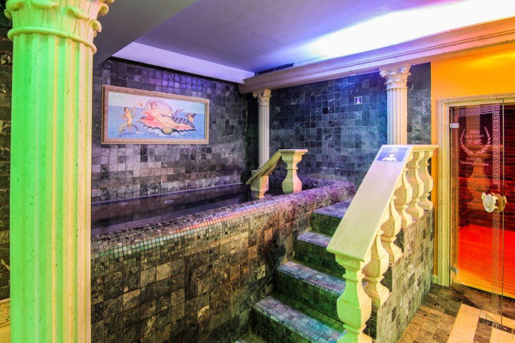 Il frigidarium, piscina con l'acqua fredda