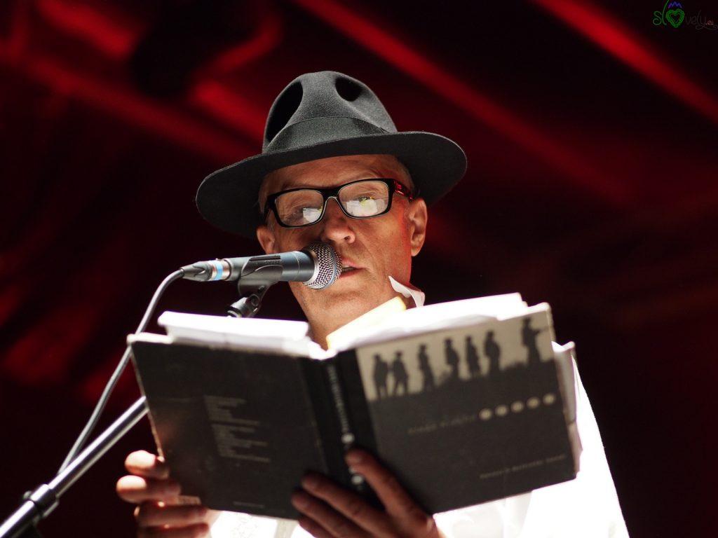 Vlado Kreslin legge le sue poesie