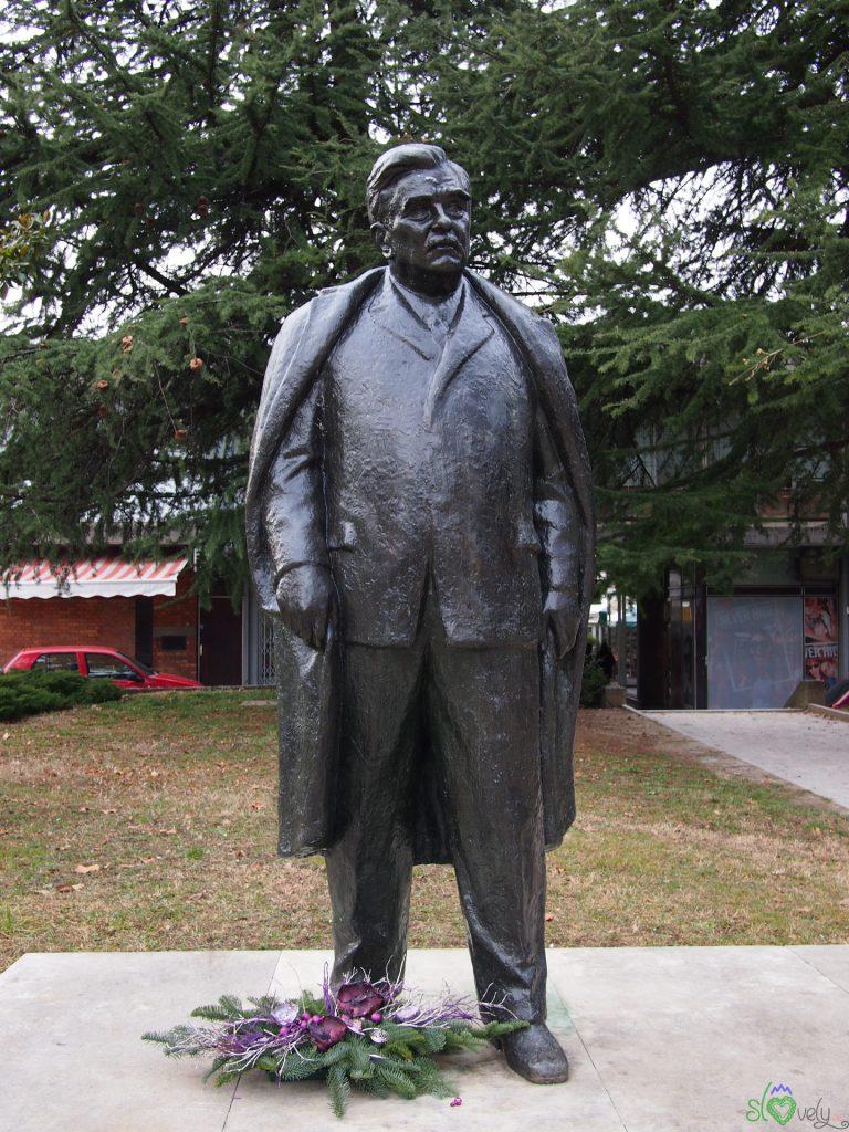 La statua di France Bevk a Nova Gorica