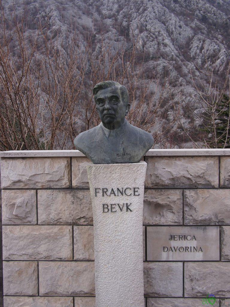 La tomba di France Bevk nel cimitero di Solkan