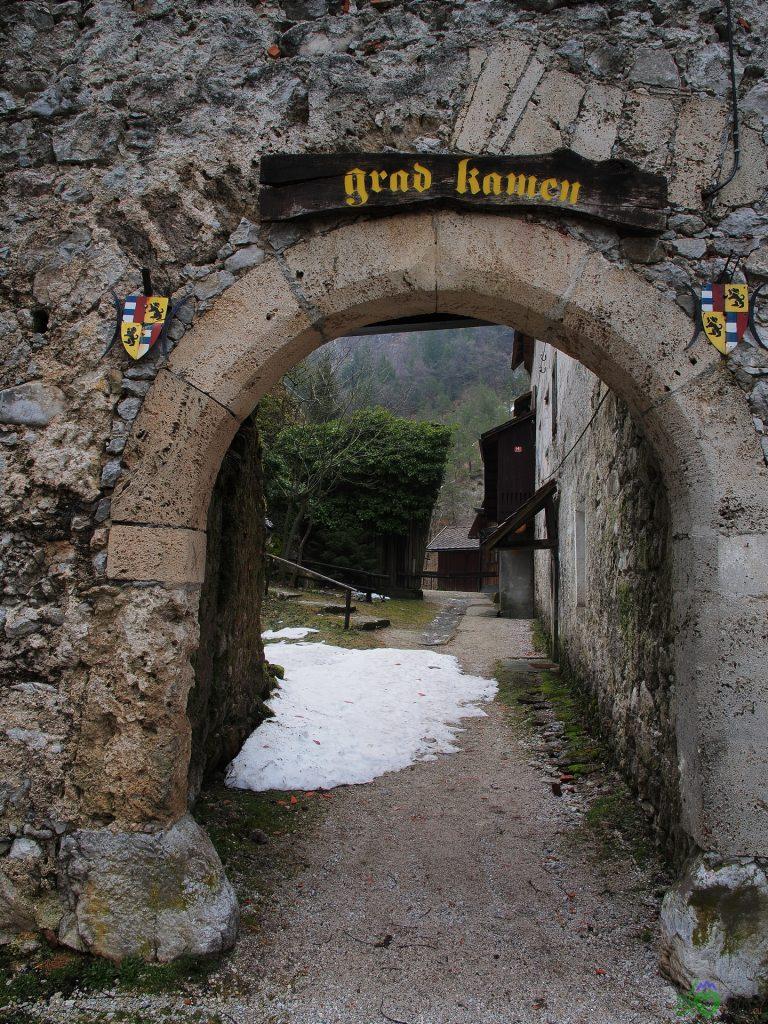 L'ingresso alle rovine del Grad Kamen