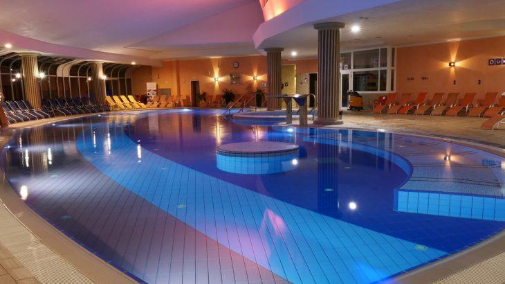 La piscina principale del Grand Hotel Primus