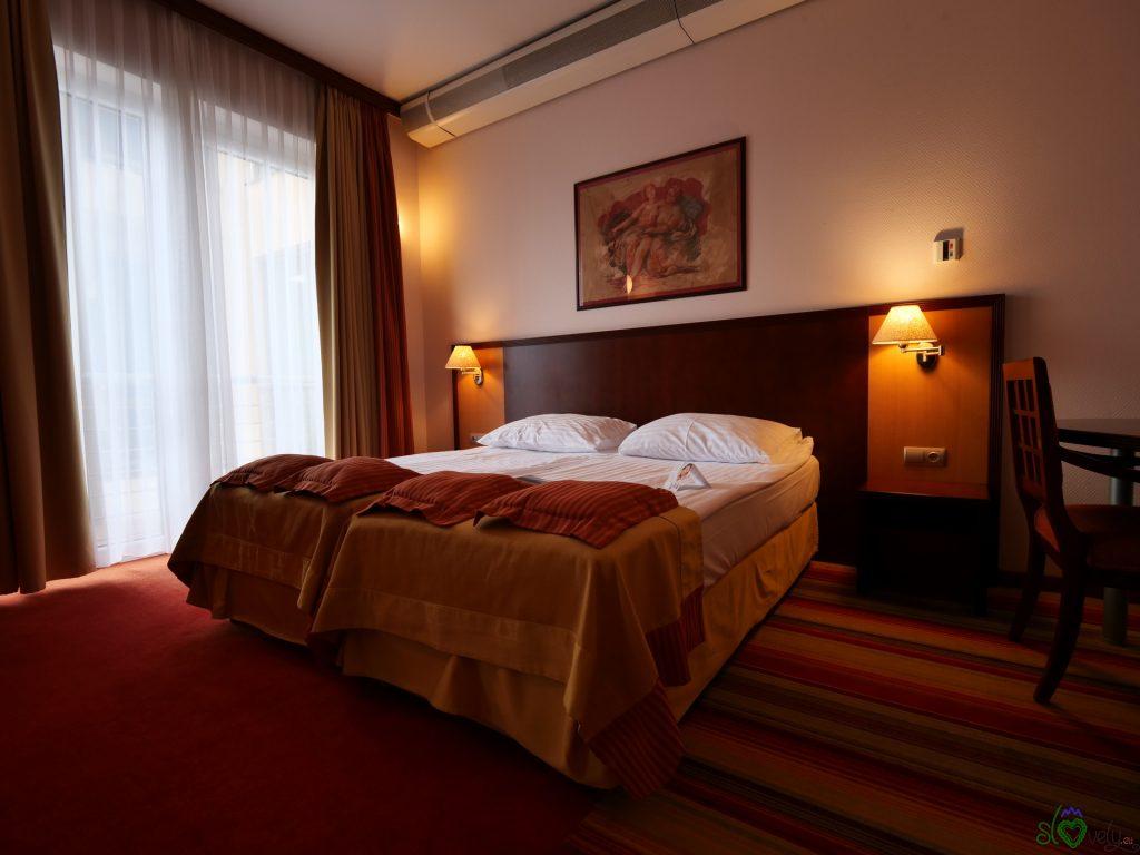 Un'elegante camera del Grand Hotel Primus