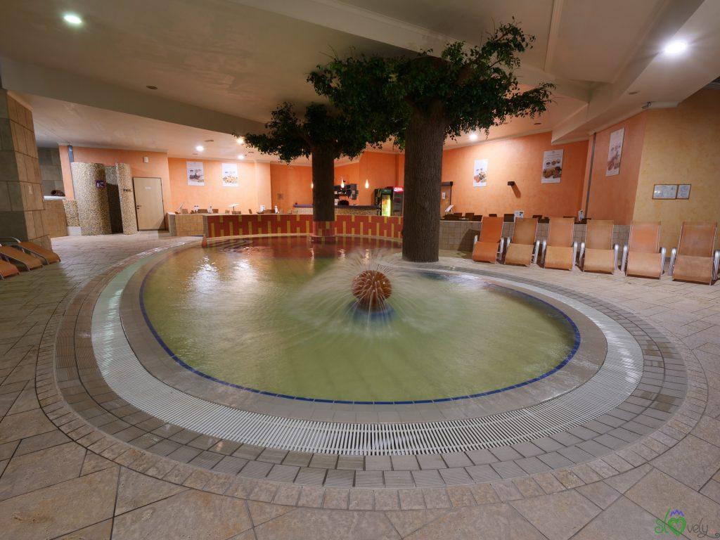 La piscina per i bambini con l'acqua termale