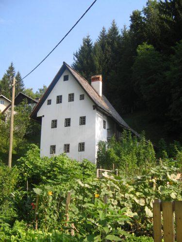 Tipica antica casa dei minatori (foto da Wikipedia)