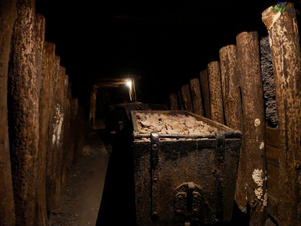 Vagoncini per trasportare il materiale nella miniera.