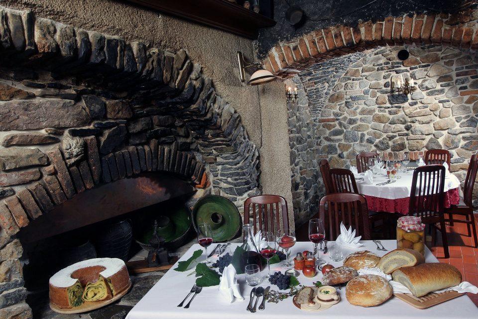 La splendida črna kuhinja riadattata a ristorante.