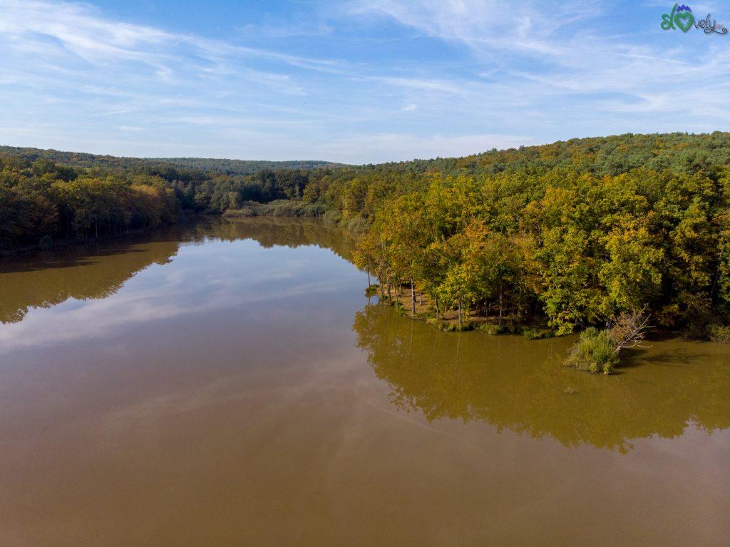 Il Bukovniško jezero in settembre, visto dal drone.