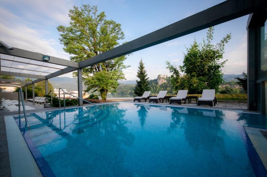 La piscina esterna (foto dal sito ufficiale)