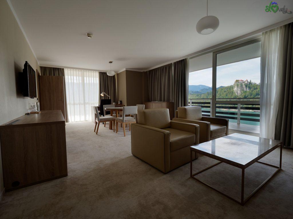 Un vero salotto nelle suite con vista lago.
