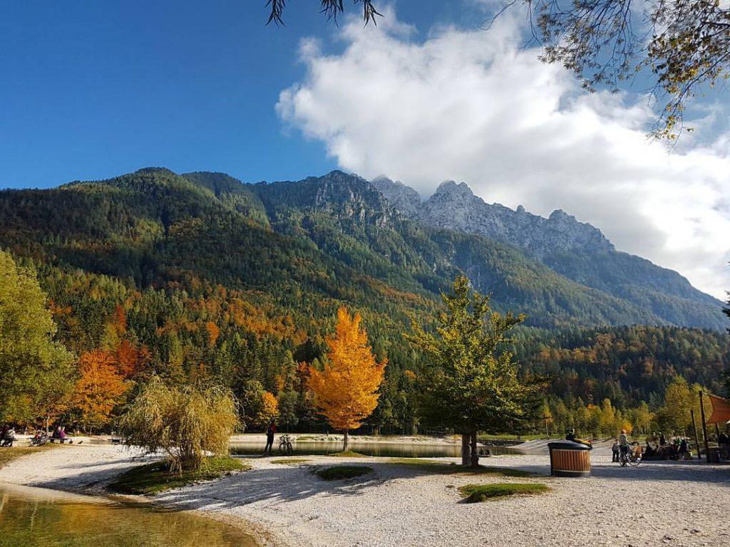 D'autunno al Jezero Jasna (foto di https://zayonchek.tumblr.com/)
