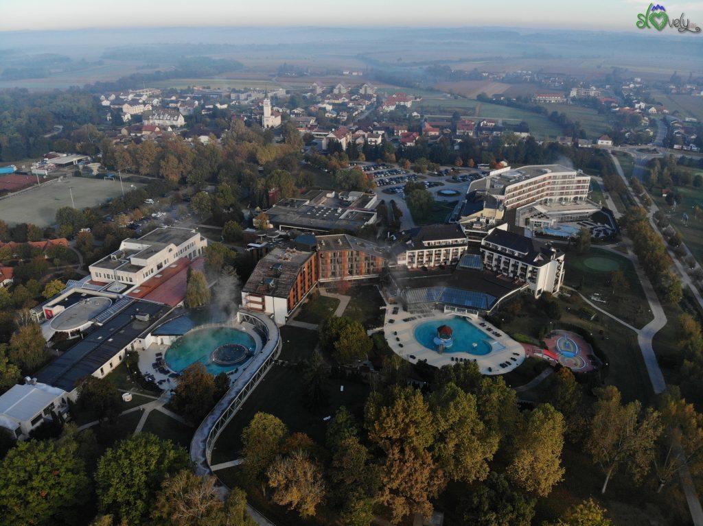 L'enorme complesso alberghiero di Terme 3000.