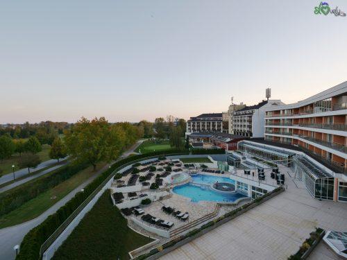 Le piscine esterne del Livada Prestige.
