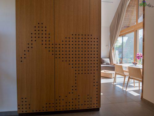 Una cicogna sull'armadio, simbolo del Prekmurje.