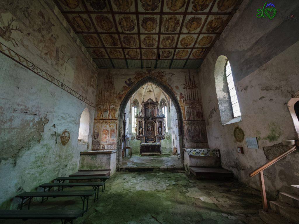 L'interno della chiesa di Sant'Anna.