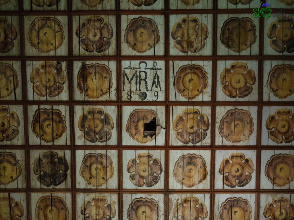 Lo splendido soffitto ligneo con il monogramma di Maria. - Koroška