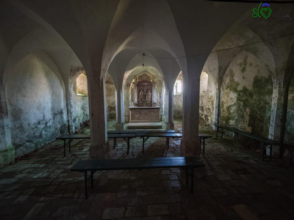 La cripta col piccolo altare dedicato a San Valentino. - Koroška