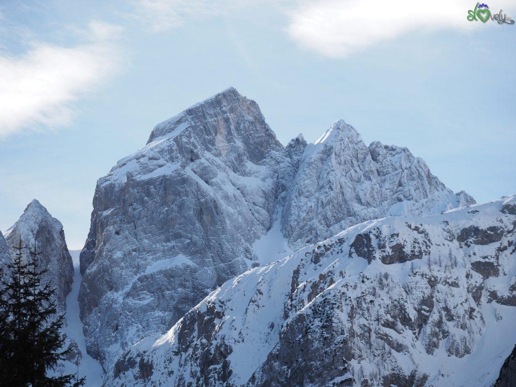 La maestosità del monte Jalovec, sopra la valle Tamar.