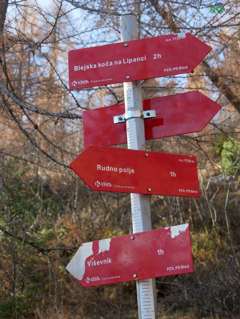 Il bivio dove noi giriamo a destra (chi vuole salire subito in vetta invece andrà a sinistra). - Viševnik