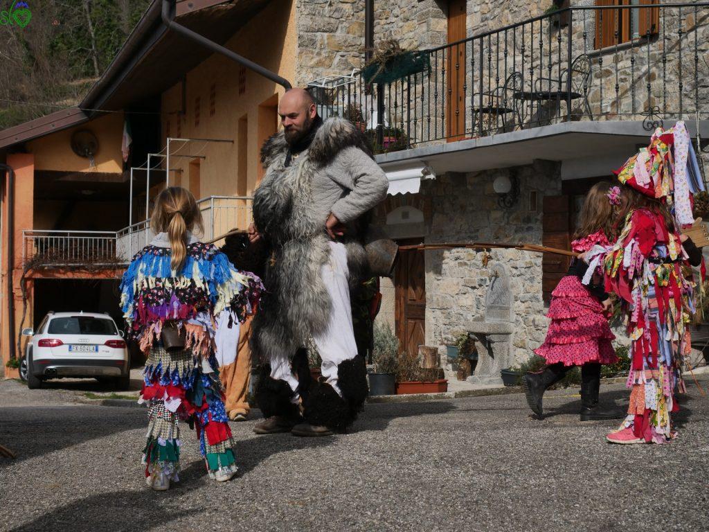 """Antonio """"Tonca"""" Trinko con il suo nuovo costume, per le stradine di Rodda/Ruonac. - Pust Benečija"""