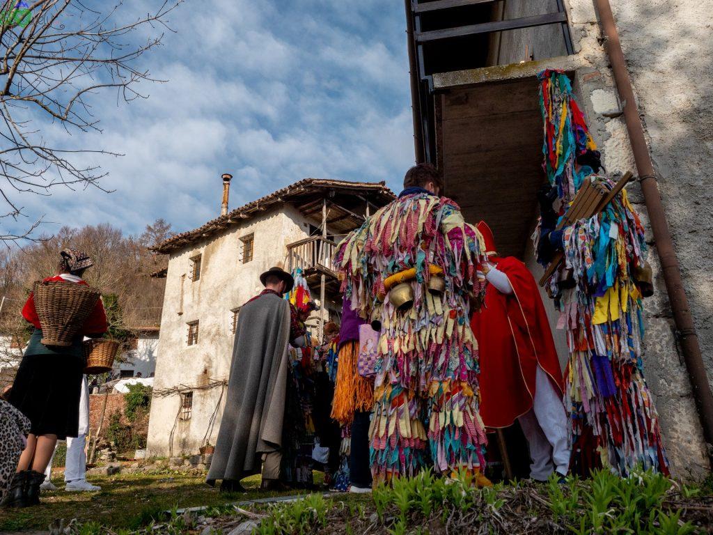 Le vecchie case della Benečija fanno da palcoscenico al pust!