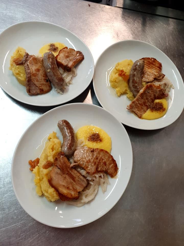 In Slovenia non mancano (quasi) mai anche piatti caldi e abbondanti! Osmice in Slovenia.